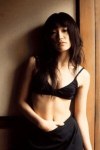 山口紗弥加 カップ水着 スリーサイズ 体重 おへそ